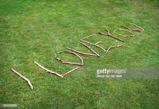 hand made 'i love you sign' on grass. - i love you frase em inglês - fotografias e filmes do acervo