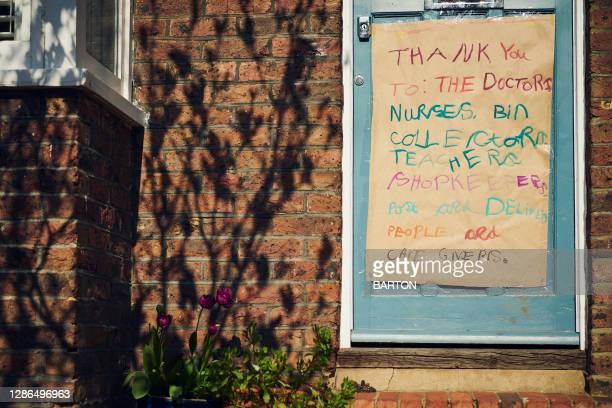 hand made thank you sign to nhs key workers in covid-19 - essential workers stock pictures, royalty-free photos & images