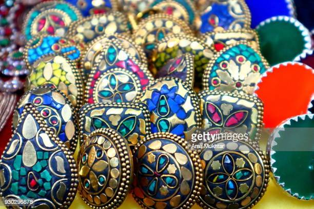 hand made work and designs on earrings - pakistani gold jewelry stock pictures, royalty-free photos & images