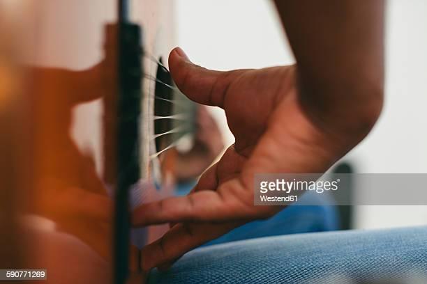 hand of man playing guitar - chitarra classica foto e immagini stock