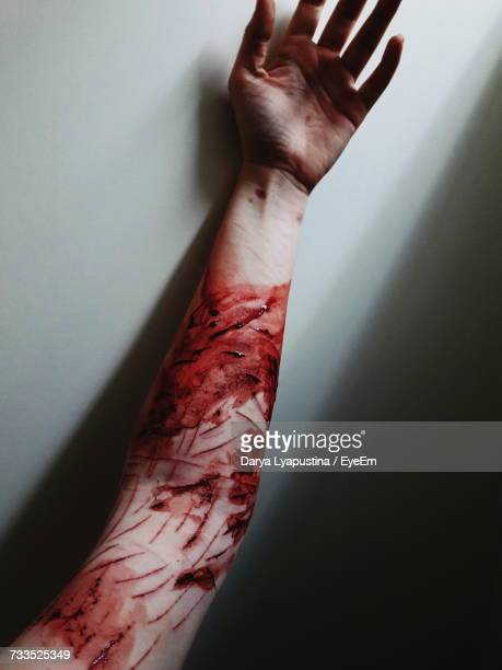 hand of woman covered in blood against wall - sangre humana fotografías e imágenes de stock