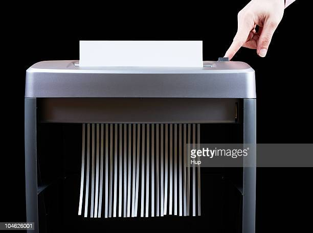Hand operating paper shredder