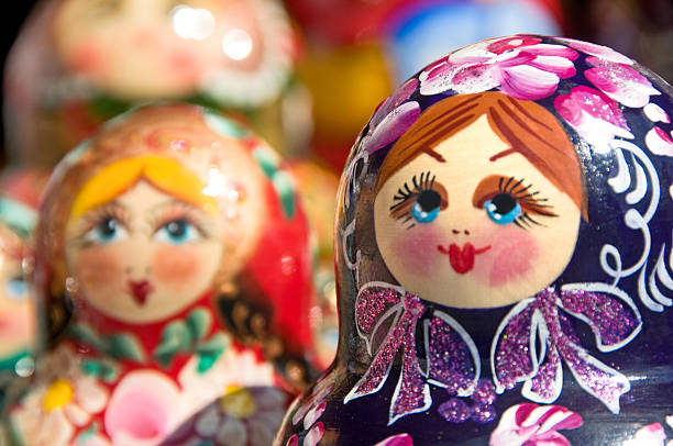 hand painted babushka or matryoshka russian nesting dolls - 俄羅斯 個照片及圖片檔