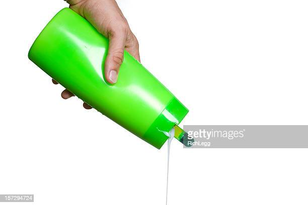Hand Pouring Shampoo
