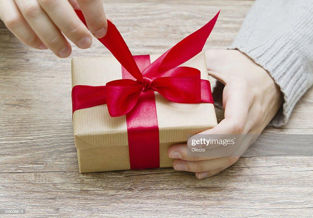 Что подарить молодому человеку на день рождения? Замечательные идеи!