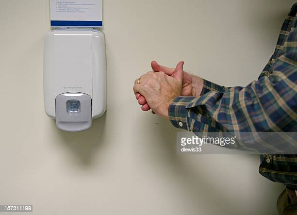 hand sanitizer - hand sanitizer stockfoto's en -beelden