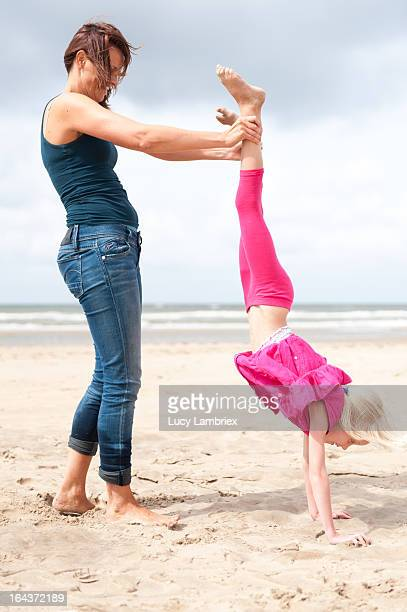 hand stand - girl in dress doing handstand stockfoto's en -beelden