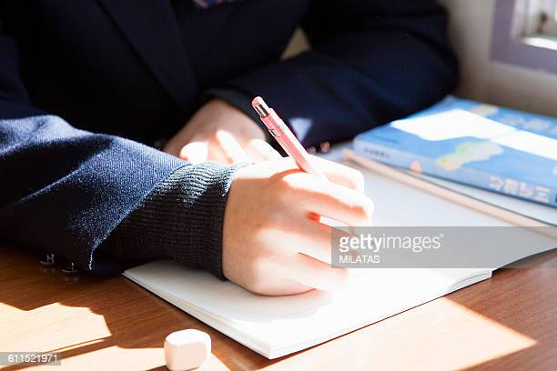 Hand to write a letter to the notebook