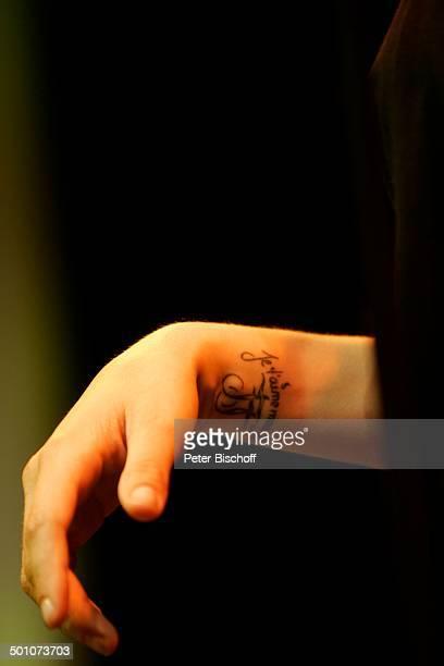 """Hand und Arm von Sarah Connor mit Tattoo, Gala-Nacht Halbfinaltag Tennis-Turnier 17. """"Gerry Weber Open"""", Halle , Nordrhein-Westfalen, Deutschland,..."""