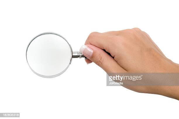 Hand mit Lupe (Clipping-Pfad enthalten