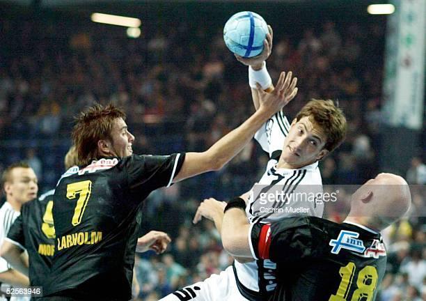 Handball Champions League 04/05 Kiel THW Kiel IK Saevehof Jonas LARHOLM / IKS Marcus AHLM / THW Peter MOELLER / IKS 161004