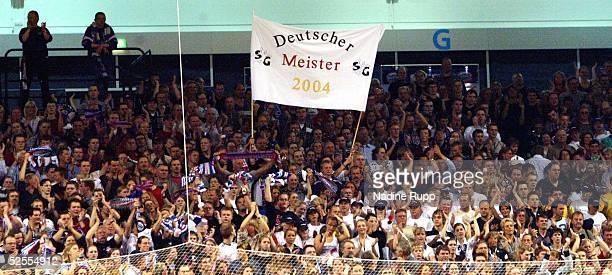 Handball / Maenner Bundesliga 03/04 Flensburg SG Flensburg Handewitt TBV Lemgo 3025 Flensburg Fans 280404
