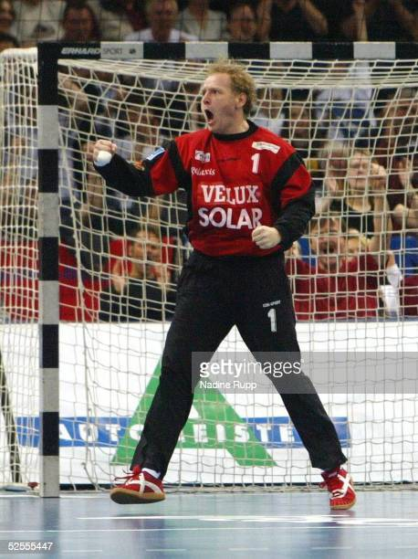 Handball / Maenner DHB PokalL 03/04 Hamburg SC Magdeburg HSV Handball Jubel Goran STOJANOVIC / HSV nach gehaltenem 7m 010504