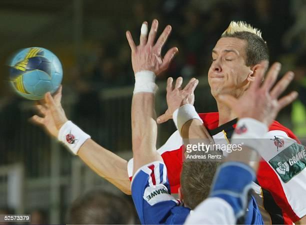 Handball / Maenner EM 2004 in Slowenien Koper Deutschland Frankreich 2929 Pascal HENS / GER 250104