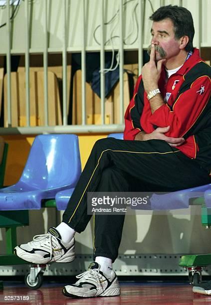 Handball / Maenner EM 2004 in Slowenien Koper Deutschland Serbien Montenegro GER SCG Trainer Heiner BRAND / GER 220104