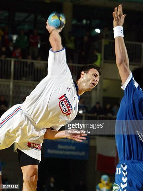 Handball / Maenner EM 2004 in Slowenien Koper Serbien Montenegro Frankreich SCG FRA Jerome FERNANDEZ / FRA 230104