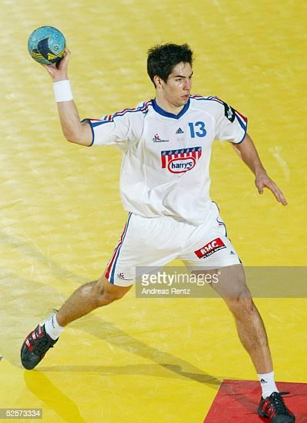 Handball / Maenner EM 2004 in Slowenien Koper Serbien Montenegro Frankreich SCG FRA Nikola KARABATIC / FRA 230104