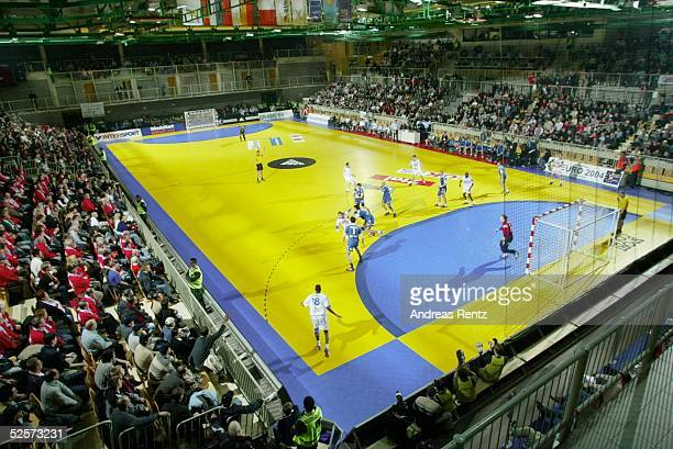 Handball / Maenner EM 2004 in Slowenien Koper Serbien Montenegro Frankreich SCG FRA BONIFIKA Halle in Koper 230104