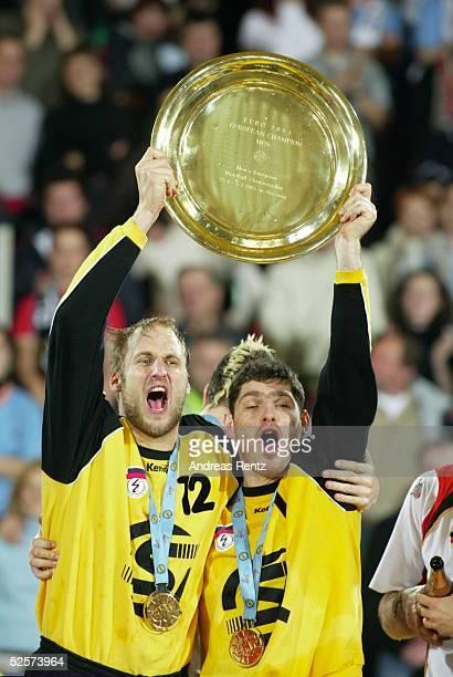 Handball / Maenner EM 2004 in Slowenien Ljubljana Finale / Deutschland Slowenien 3025 Handball Europameister 2004 Deutschland / GER Jubel Torwart...