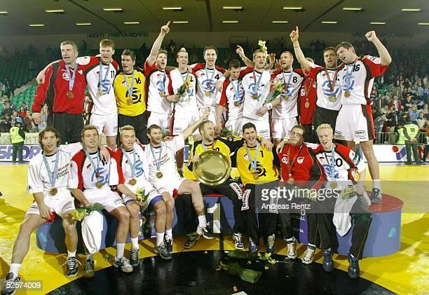 Handball / Maenner EM 2004 in Slowenien Ljubljana Finale / Deutschland Slowenien Sieger Team GER 010204