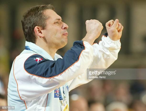 Handball / Maenner: EM 2004 in Slowenien, Ljubljana; Slowenien - Serbien Montenegro ; Trainer Tone TISELJ / SLO 27.01.04.