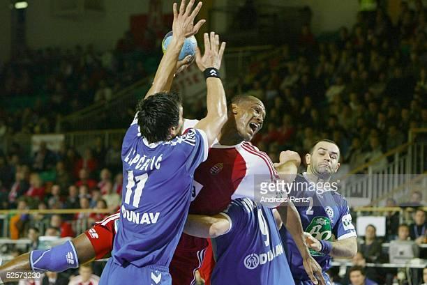 Handball / Maenner: EM 2004 in Slowenien, Ljubljana; Ungarn - Serbien Montenegro ; Ivan LAPCEVIC / SCG, Ivo DIAZ / HUN, Ratko DJURKOVIC / SCG...