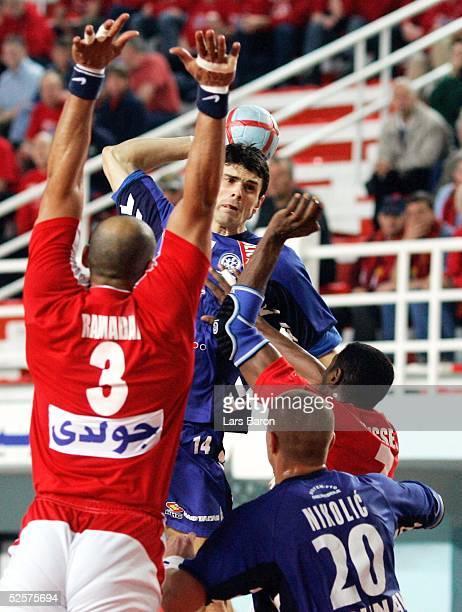 Handball / Maenner: WM 2005, Sousse; Aegypten - Serbien Montenegro 24:22; Ahmed RAMADAN / EGY, Alen MURATOVIC, Ratko NIKOLIC / SCG, Saber HUSSEIN /...