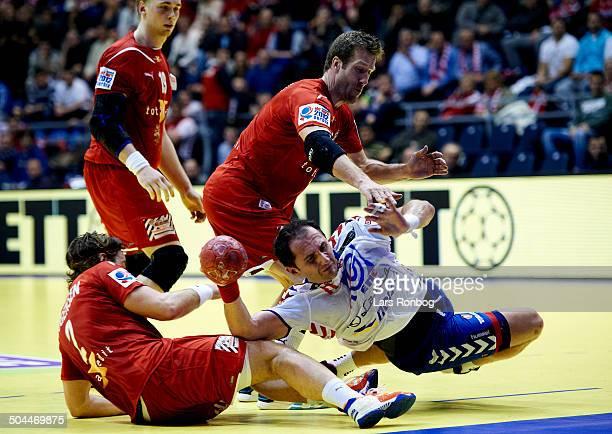 Handball Serbia vs Denmark in Belgrade Alem Toskic Serbien smutter forbi Thomas Mogensen Danmark / Denmark Kasper Nielsen Danmark / Denmark ©Lars...