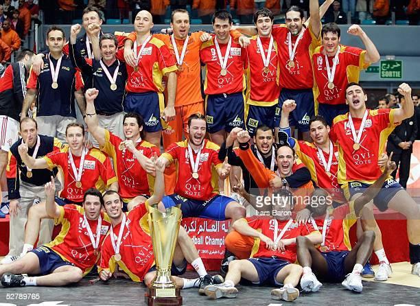 Handball/Maenner WM 2005 Finale Rades/Tunis 060205Kroatien Spanien Siegerfoto Spanien ist neuer Weltmeister