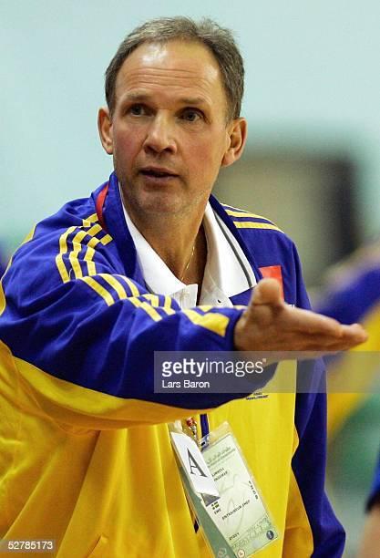 Handball/Maenner : WM 2005, Nabeul, 31.01.05;Serbien Montenegro - Schweden ;Trainer Ingemar LINNELL