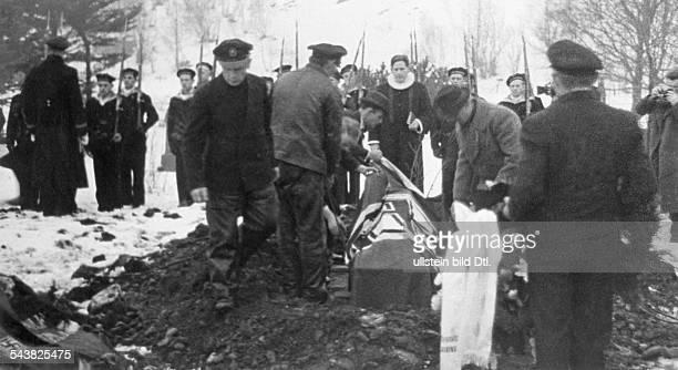 Handelsschiff 'Altmark' Der letzte der sieben getöteten deutschen Matrosen wird auf dem Friedhof von Sogndal beigesetzt Februar 1940