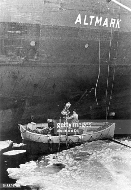 Handelsschiff 'Altmark' Taucher untersuchen die 'Altmark' auf Schäden Norwegen Jössingfjord Jössinghavn Februar 1940