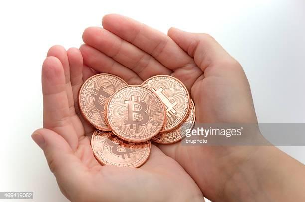 handful of bitcoin - bitcoin stockfoto's en -beelden