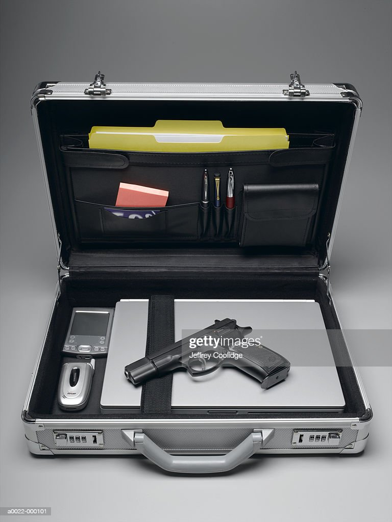 Handgun in Briefcase : Bildbanksbilder