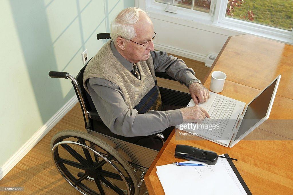 senior accessible aux personnes à mobilité réduite : Photo