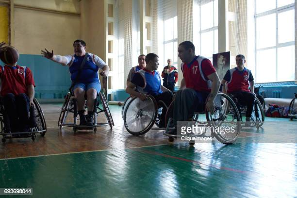 handicapped basketball players chasing ball - cliqueimages fotografías e imágenes de stock