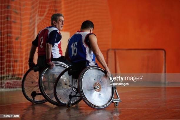 handicapped players in sports hall - cliqueimages photos et images de collection