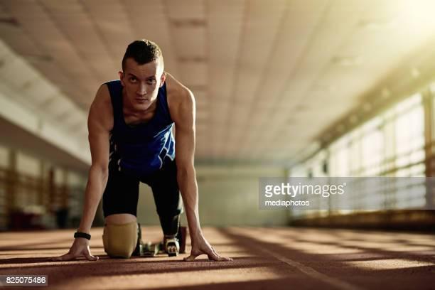 スタートで障害者ランナー - 男子トラック競技 ストックフォトと画像