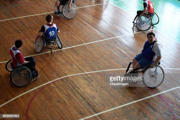 handicapped sportsmen on basketball court - cliqueimages stockfoto's en -beelden