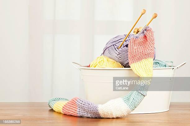 Handknitted スカーフと糸