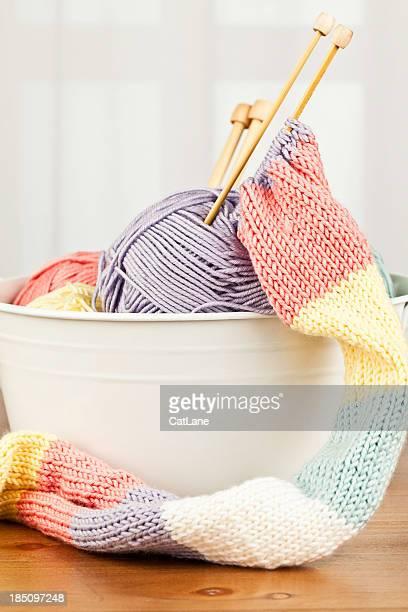 Handknitted Schal und Garn