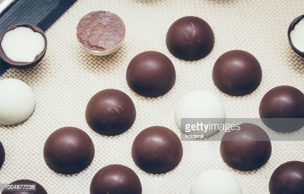 handmade artisan chocolate pieces - chocolate pieces stock photos and pictures