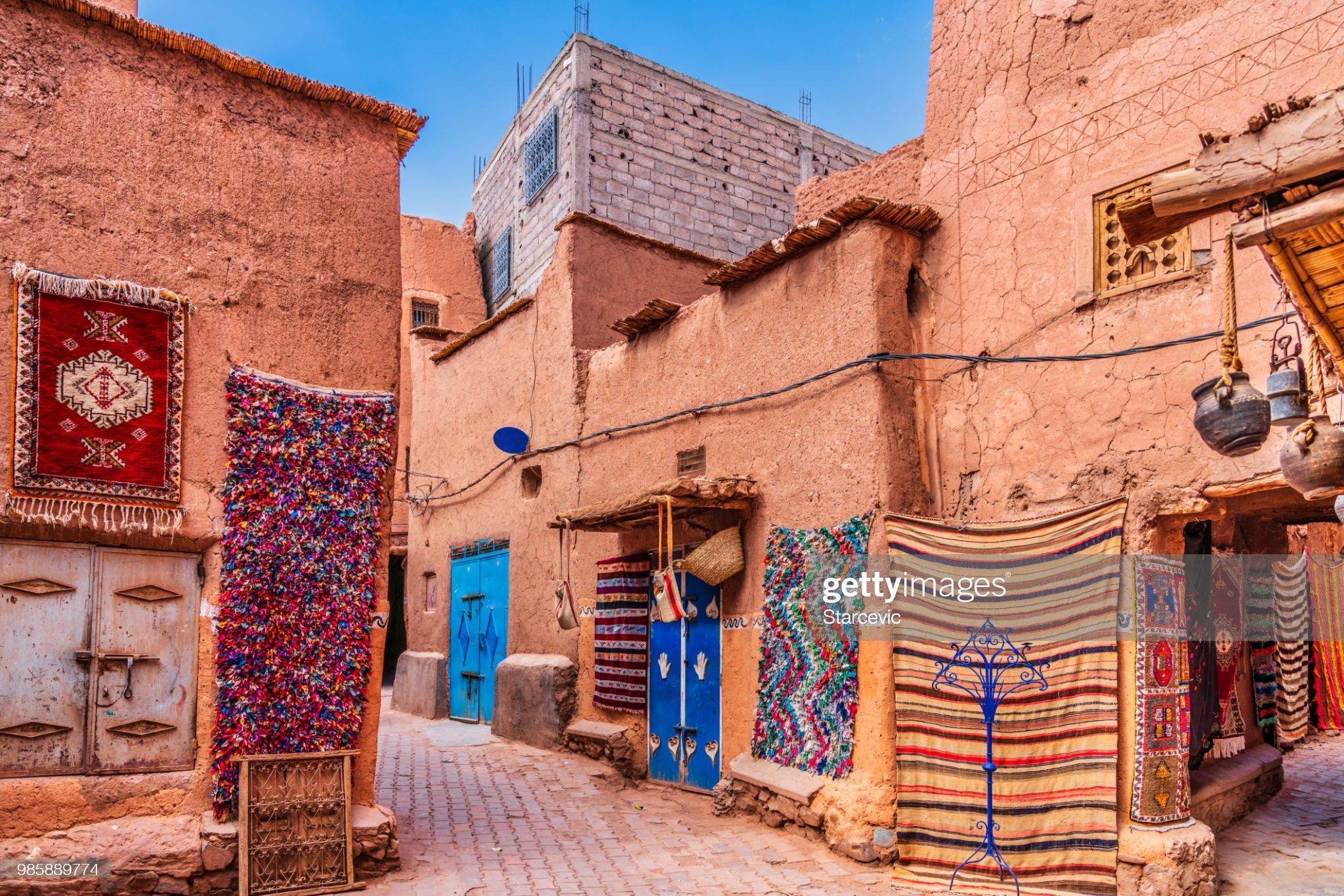 Alfombras hechas a mano y alfombras en Marruecos : Foto de stock