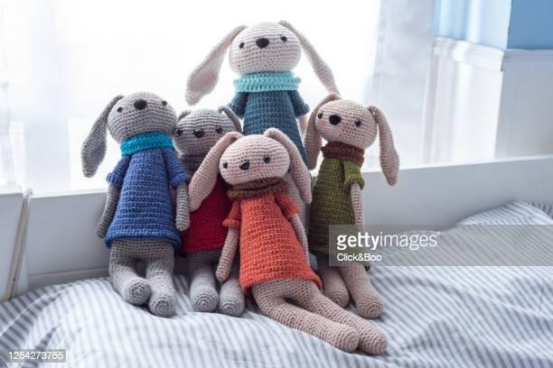 handmade crocheted dolls with scarf - click&boo fotografías e imágenes de stock