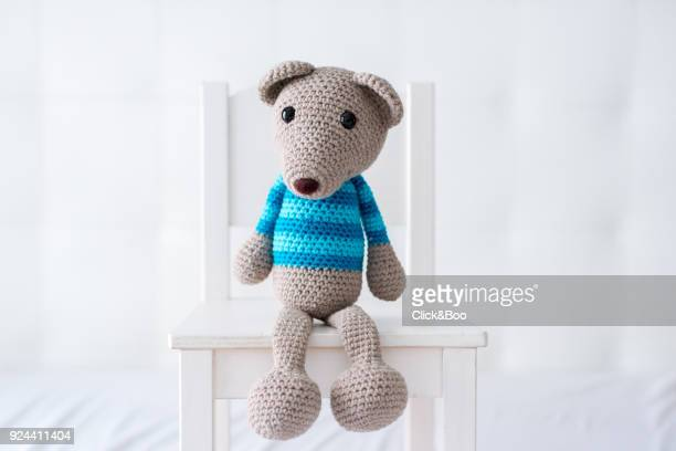 handmade crocheted teddy bear with a striped shirt - puppe stock-fotos und bilder