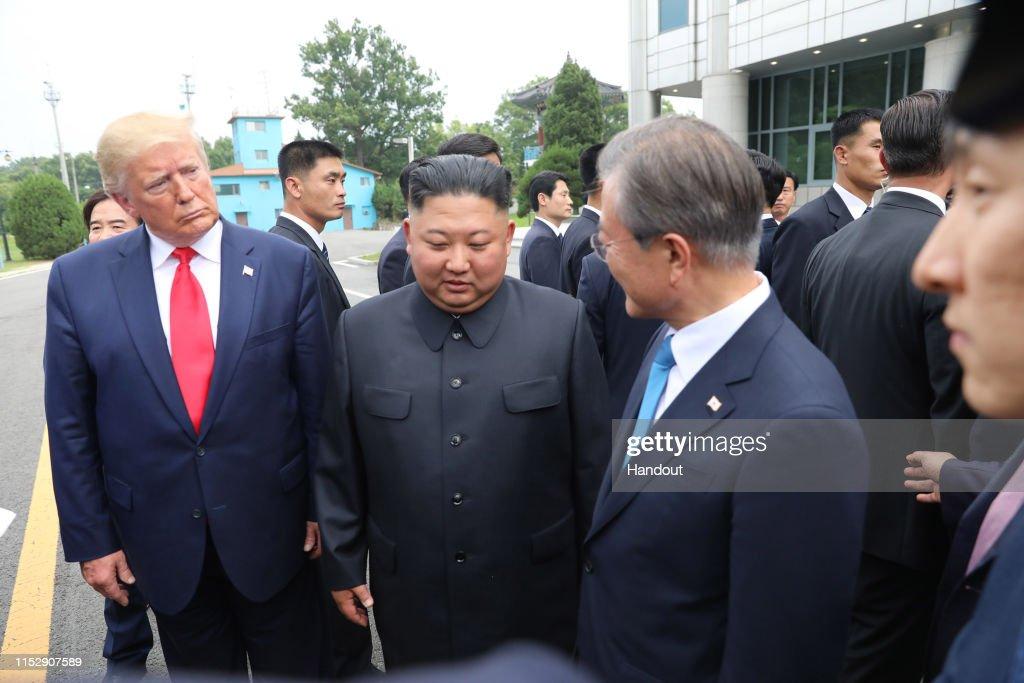 U.S. President Donald Trump Visits South Korea : ニュース写真