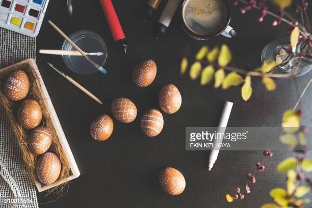 DIY handbeschilderd paaseieren