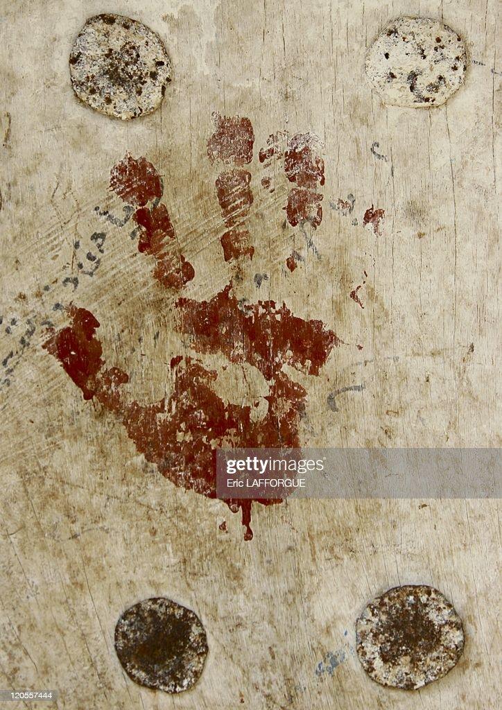 Handprint On A Door In Zabid, Yemen On May 17, 2005 - : News Photo