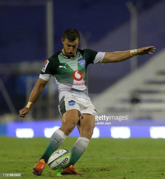 Handre Pollard of Bulls attempts a free kick during the Super Rugby Rd 2 match between Jaguares and Bulls at Jose Amalfitani Stadium on February 23...