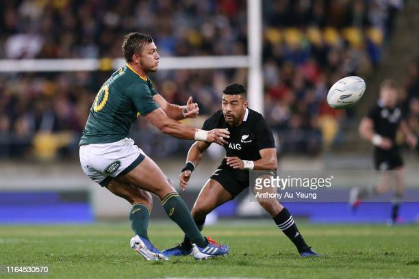 Handre Pollard of the Springboks makes a pass against Richie Mo'unga of the All Blacks during the 2019 Rugby Championship Test Match between New...